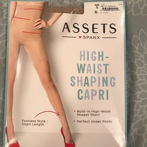 NWT Spanx Assets high waisted shaping Capri nude